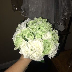 NWT Beautiful handcrafted bridal bouquet 💐